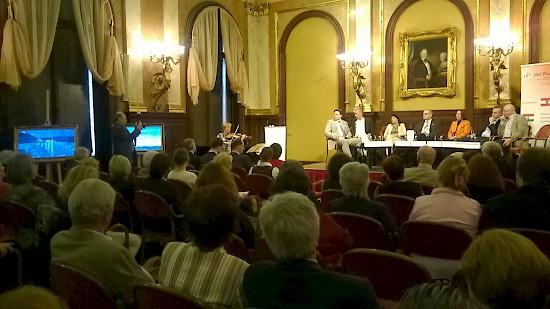 Pódiumbeszélgetés a Club Pannoniában