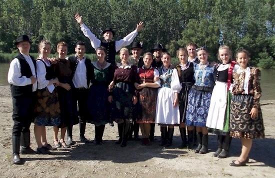 Mozgalmas nyár – A Bécsi Napraforgók  Mecséren (H), Deákin (SK) és  Kommandón (RO)