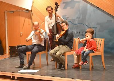 Napraforgók táncház a Collegium Hungaricumban