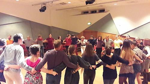 Napraforgók táncház és Cimbaliband koncert