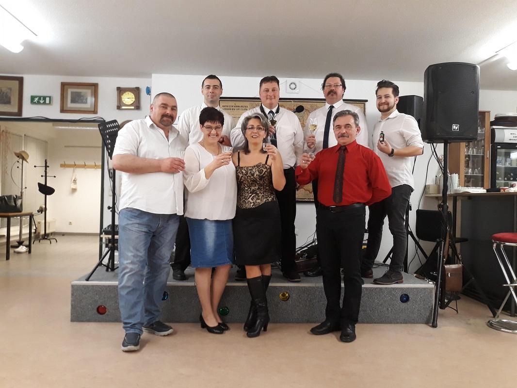 Nőnapi élő zenés estet tartott a Bécsi Magyar Munkás Egyesület